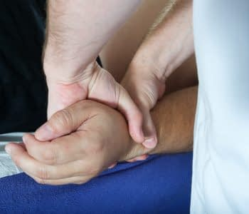 osteopath-and-hands